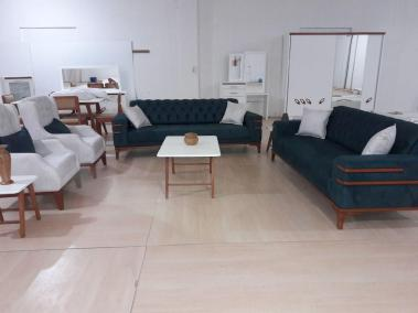 """نقدم لكم طقم غرفة الجلوس """"Corner"""". موديل جديد كلاسيكي وراقي. 😍👍 ⭐ مؤلف من 4 قطع: كنبتين ثلاثيات قابلات للفتح ليصبحوا سرير 🌠 + 2 قلطق. ⭐ مصنوعة من افضل انواع خشب الزان والأقمشة 💯"""