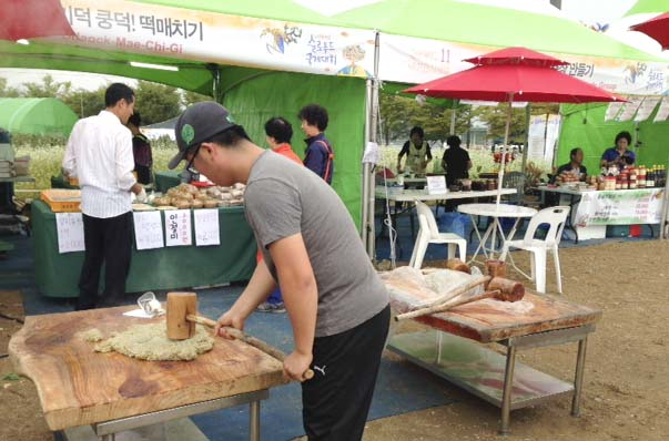 Rice husks are pounded to make traditional Korean rice cake