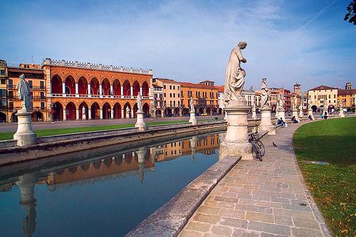 Prato della valle, Padova by Italy Travel Experience