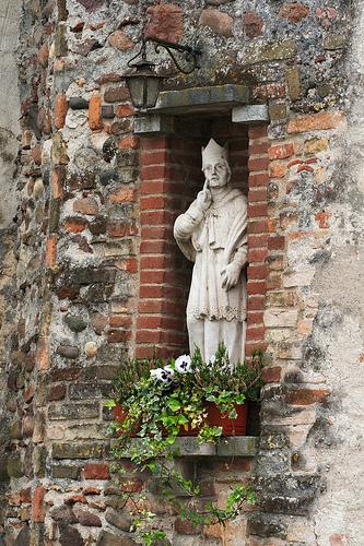 Statue by Dino Quinzani