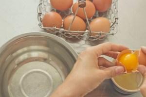 meimanrensheng.com how to cook- separating eggs step 4