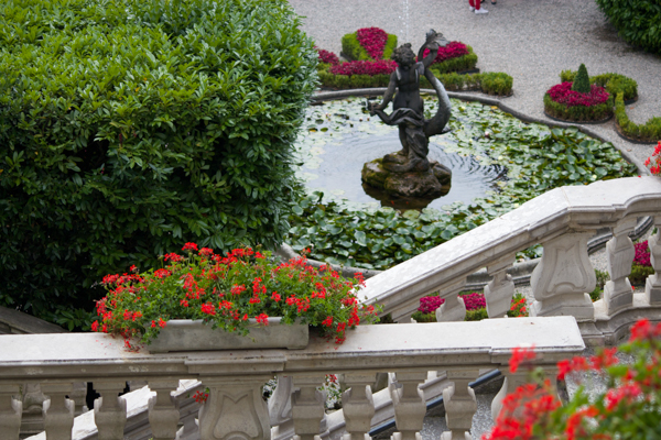 Fountain in the gardens of Villa Carlotta