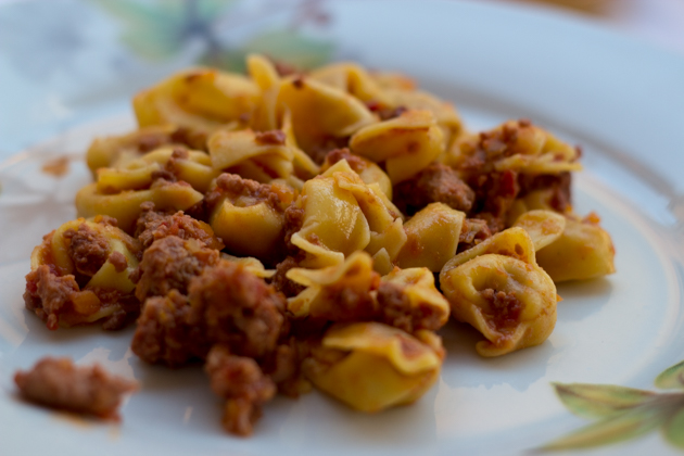Tortellini con ragu (filled fresh pasta with meat sauce)