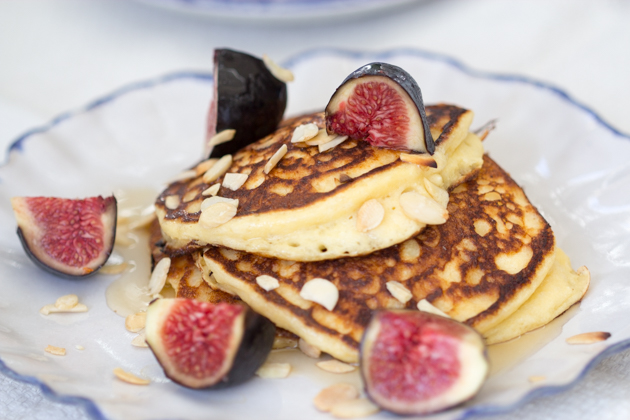 Ricotta pancakes with honey, figs and almonds