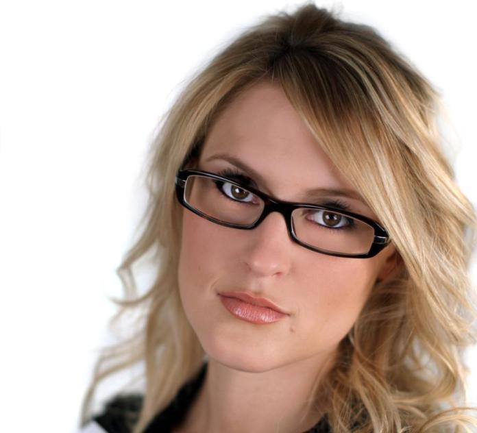 900-144799797-woman-with-rectangular-eyeglasses