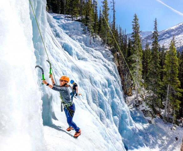 City + Ski in Edmonton & Jasper, Canada - ijsklimmen