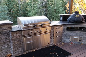 Outdoor Kitchens and Lighting Contruction