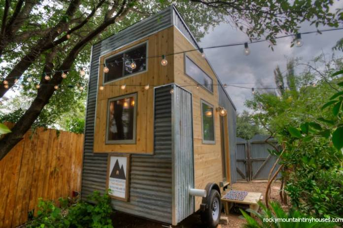 new rustic dwelling from rocky mountain tiny houses living in a shoebox. Black Bedroom Furniture Sets. Home Design Ideas