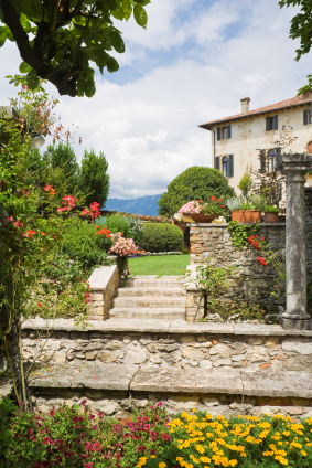 Italian Villa Photo ©iStockphoto.com/mcveras