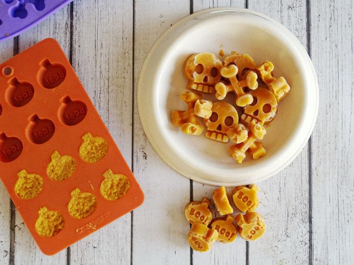 How to Make Pumpkin Apple Frozen Dog Treats