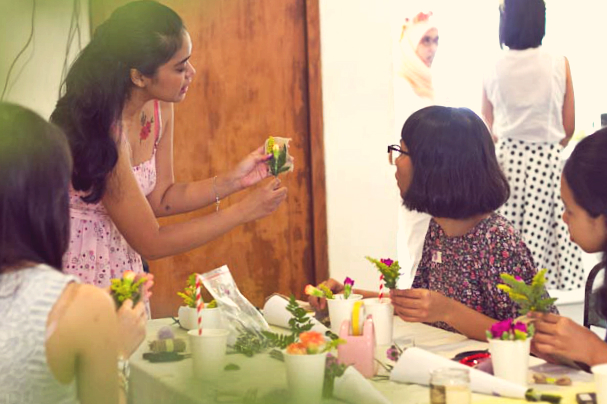 event-LivingLoving-Class-Play-with-flowers-august-2014-9