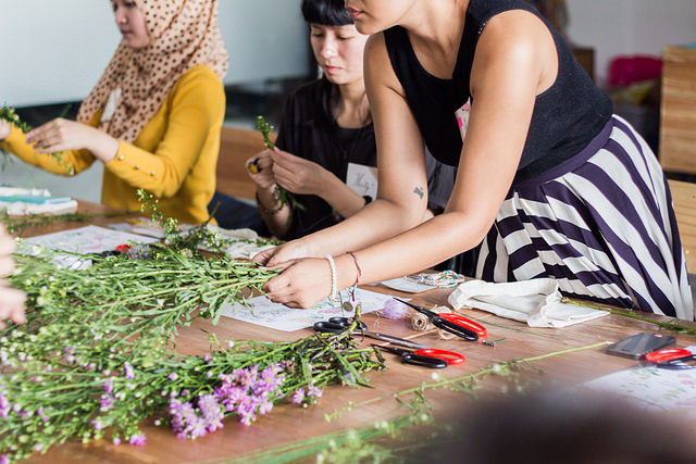event-class-play-with-flowers-bandung-morrie-and-oslo-3