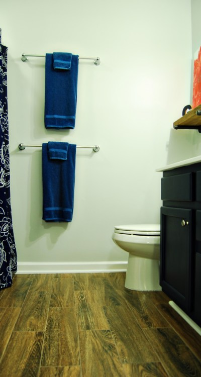 Living on Saltwater - Gray - Navy - Bathroom