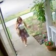 Video: Snoqualmie Package thief captured on front porch camera; victim wants neighbors to be aware