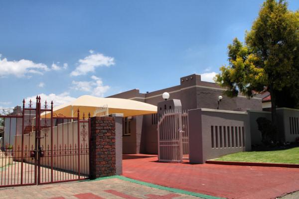 LIVING TRAVEL  SOUTH AFRICA  JOHANNESBURG  SOWETO