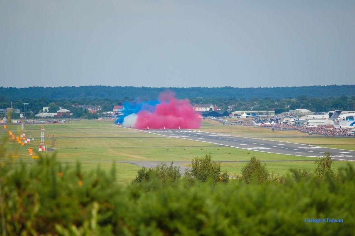 Red Arrows at Farnborough Airshow