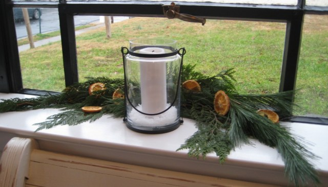Christmas window sill decorations