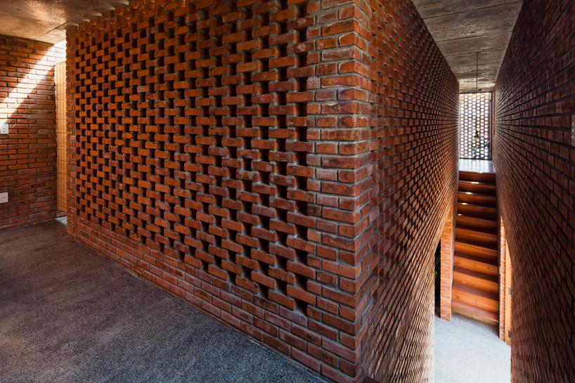 tropical-space-brick-termitary-house-da-nang-city-vietnam-designboom-08