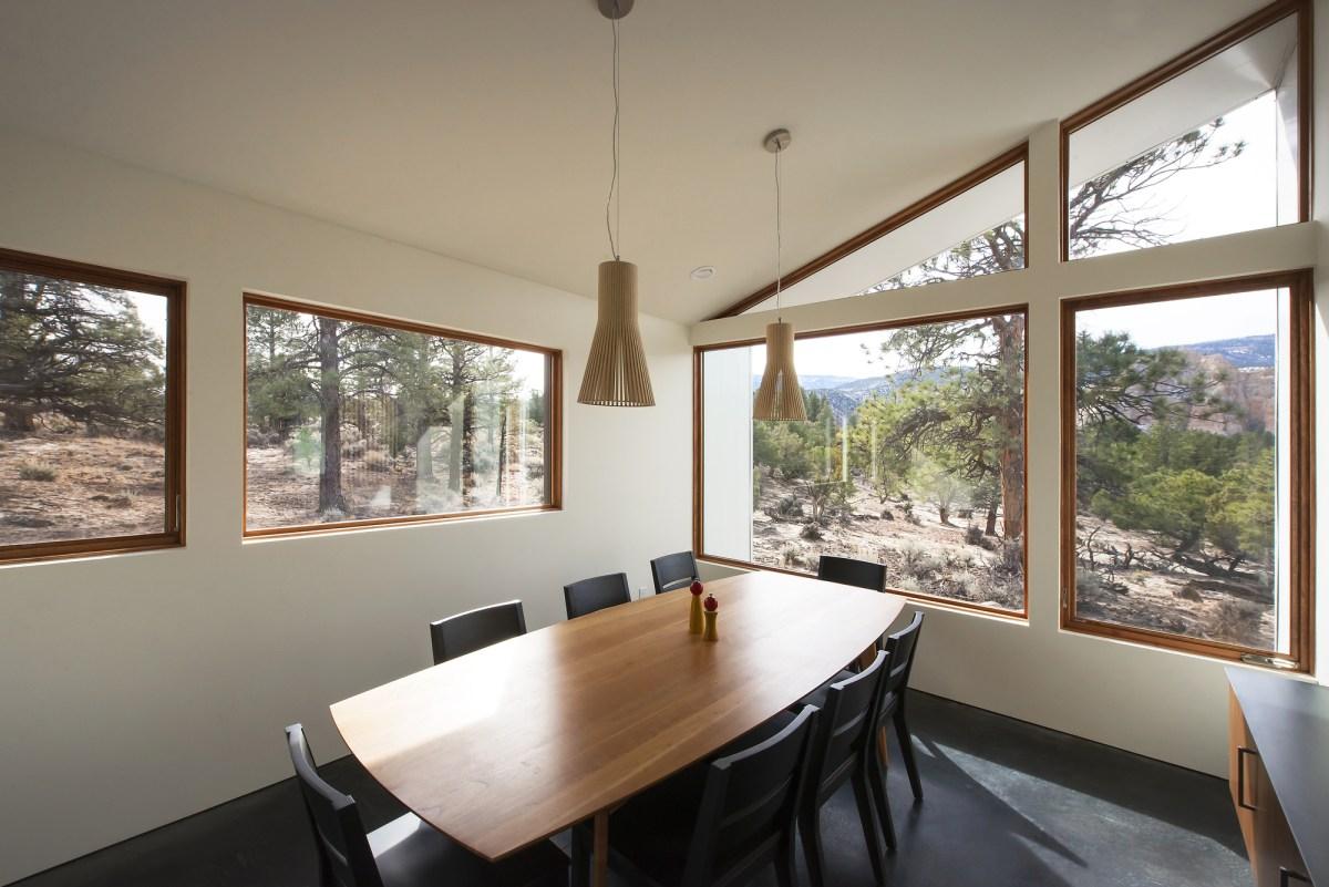 5522f9b3e58ecea119000058_capitol-reef-desert-dwelling-imbue-design_14_main_dining_room