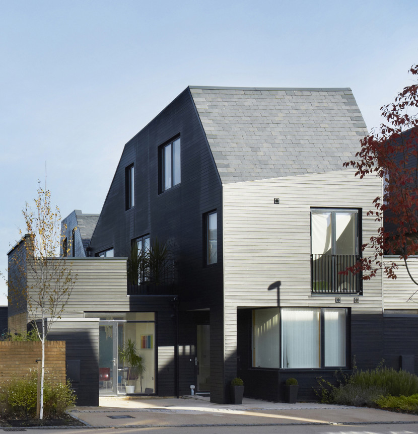 Alison-Brooks-Architects-_-Newhall-Be-_-Harlow-Essex-_-Courtyard-House-Front-2-830x862