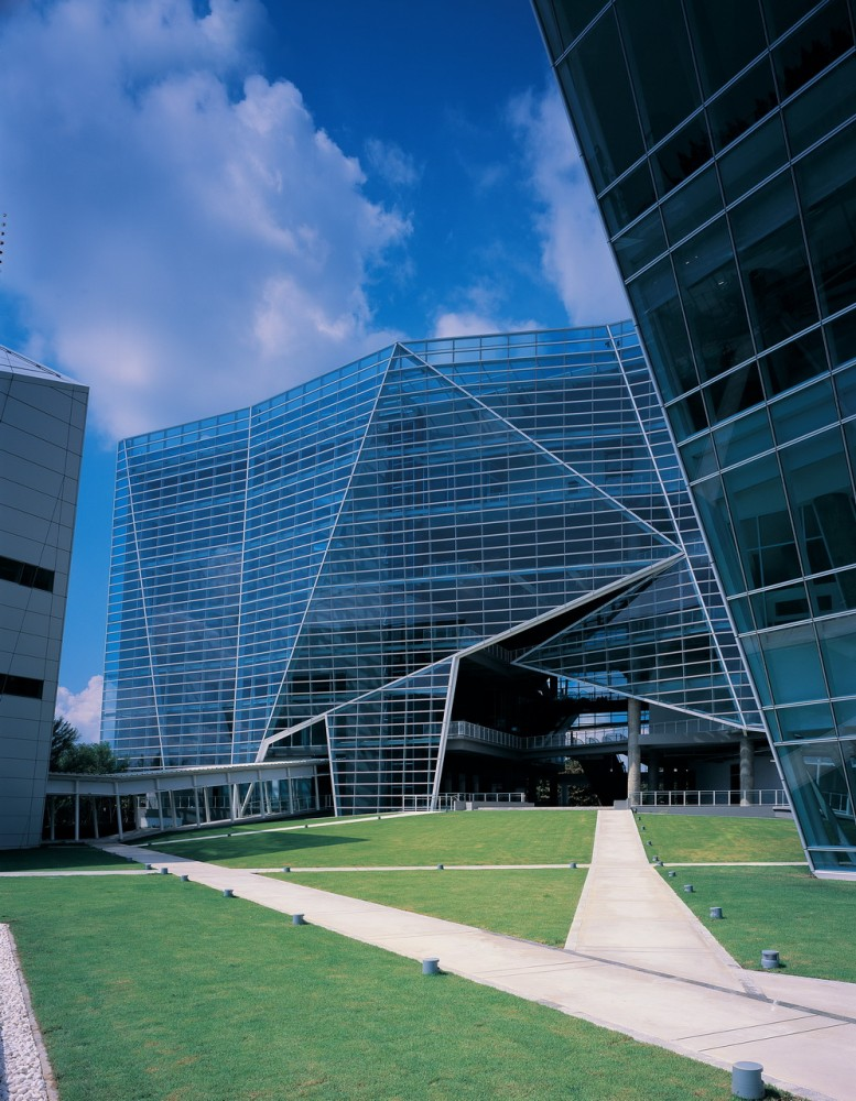 Bangkok university diamond in thailand by architects 49 for Bangkok architecture