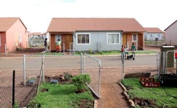 the-lufhereng-greenfields-project-26-10-south-architects-semi-nic-huisman