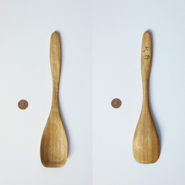 A slightly smaller oak spoontula, also made in the German Eifel. I gave a couple of spoons to the people that rented us the log cabin. I'll post some pictures of those in the upcoming post about our stay there.