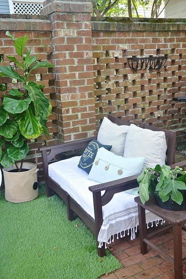 summer patio - lizmarieblog.com
