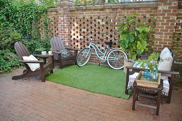 Summer Brick Patio DIY Seating Area - lizmarieblog.com
