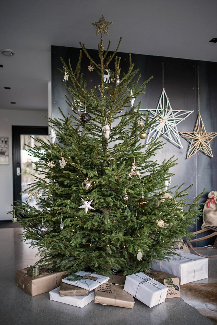 25 amazing christmas trees one for everyone 39 s style. Black Bedroom Furniture Sets. Home Design Ideas