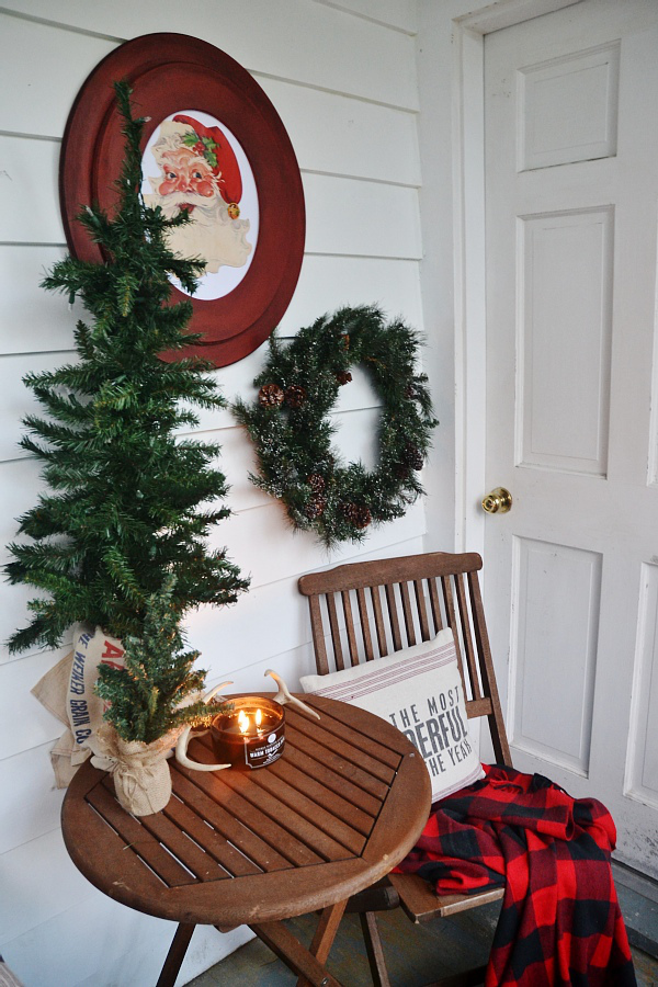 hang up a christmas wreath