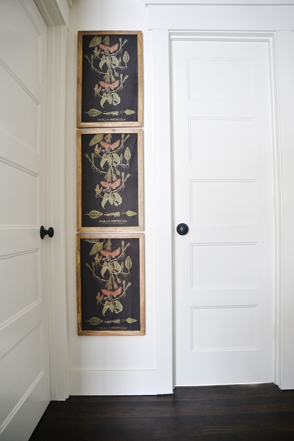 Super simple small hallway gallery wall - A great way to decorate a small hallway & make it pop!