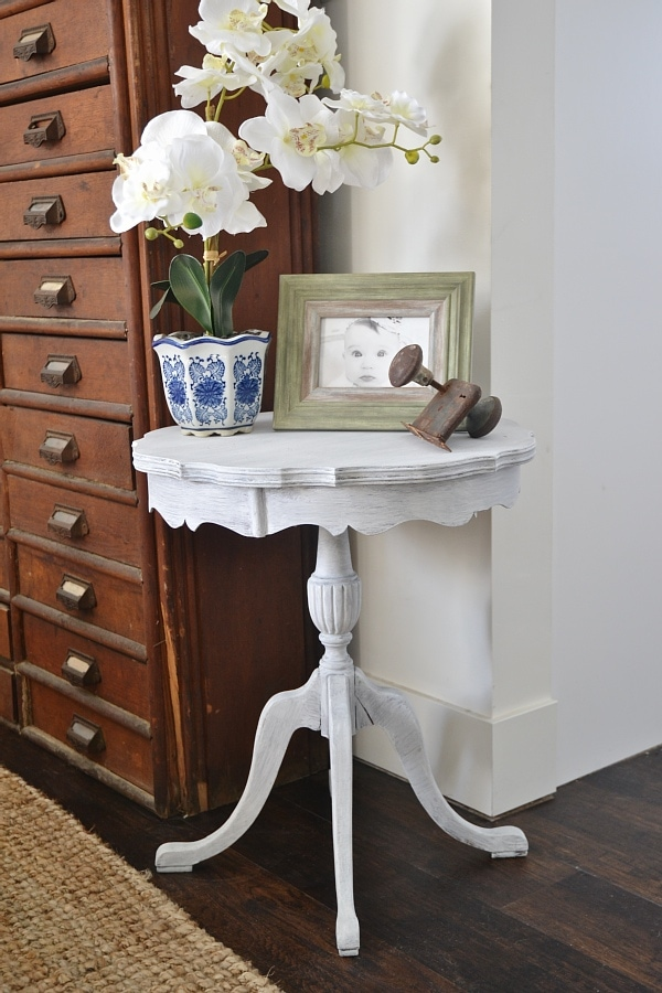 Beachy side table makeover - see how to get this custom paint look the super easy way.