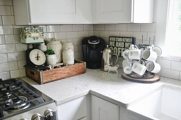 Cozy kitchen coffee corner - how to keep a coffee corner organized & decorated.
