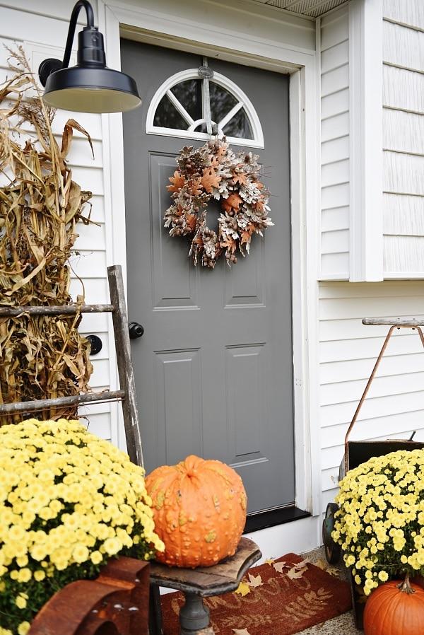 Simple fall stoop front door makeover liz marie blog for Simple fall front door decorations
