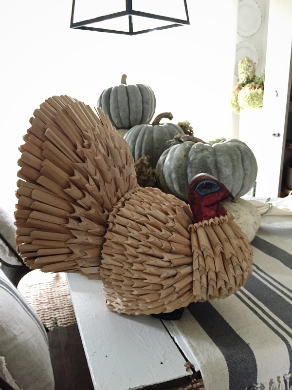 Neutral Thanksgiving decor - Lovely neutral fall tablescape - Lizmarieblog.com