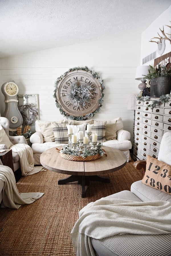 Cozy rustic winter living room liz marie blog for Winter living room decorating ideas