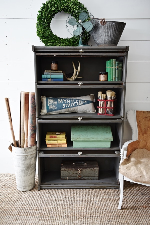 Vintage bookshelf makeover - see how to get an updated quick & easy look with chalk paint! A must pin to update your furniture.