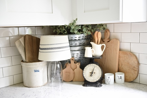 Farmhouse style kitchen decor - A great blog for farmhouse style home decor inspiration!