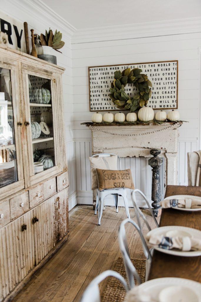 Simple rustic fall farmhouse mantel - Farmhouse fall decor