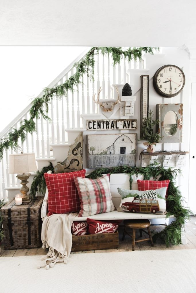 DIY Rustic Farmhouse Christmas Entryway