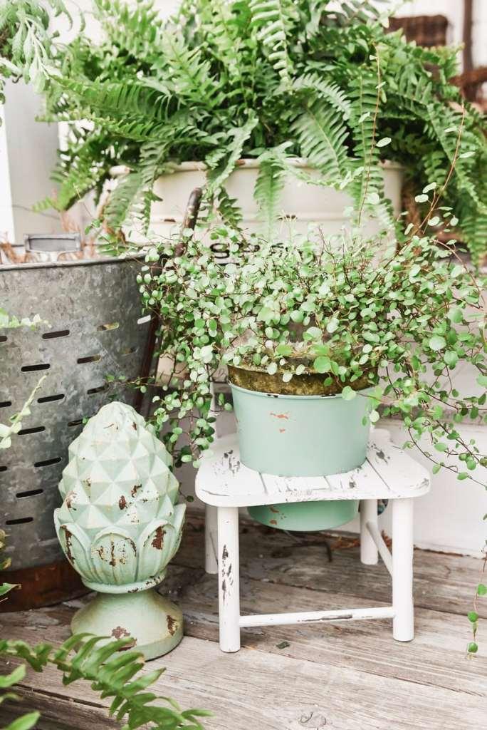 Tisha Yearwood Bucket with Chair Stand