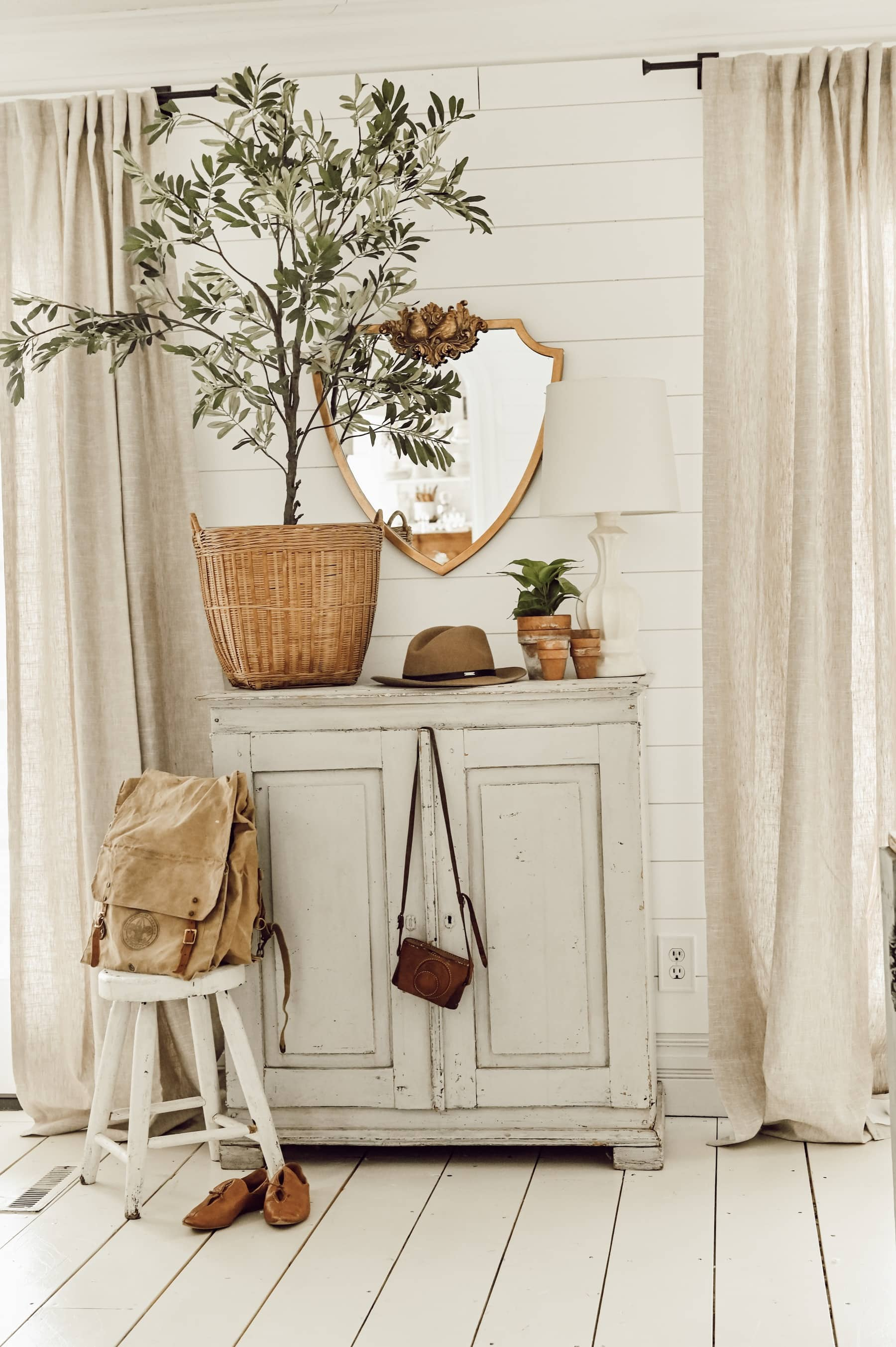 A Simple Spring Entryway – Two Ways