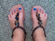 ljcfyi blue toenails