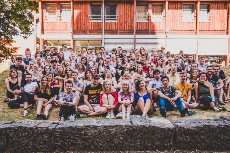 Die Freiwilligen aus dem FSJ Kultur, FSJ Ganztagsschule und den BFD Kultur und Bildung auf dem Abschlussseminar 2018 im Kloster Drübeck