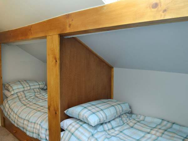 Relax in a 2 bedroom holiday cottage, centrally located in the village of Llanrhystud