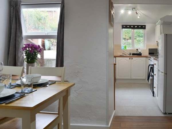 Relax in a cosy cottage, centrally located in the village of Llanrhystud