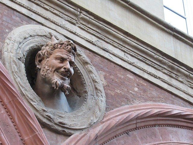 Siete secretos de Bolonia: la cara del diablo