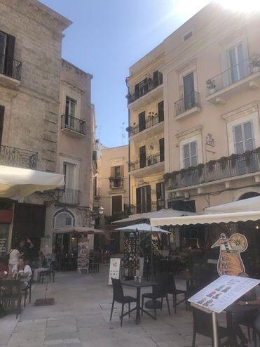 Tomar algo en Piazza Mercantile