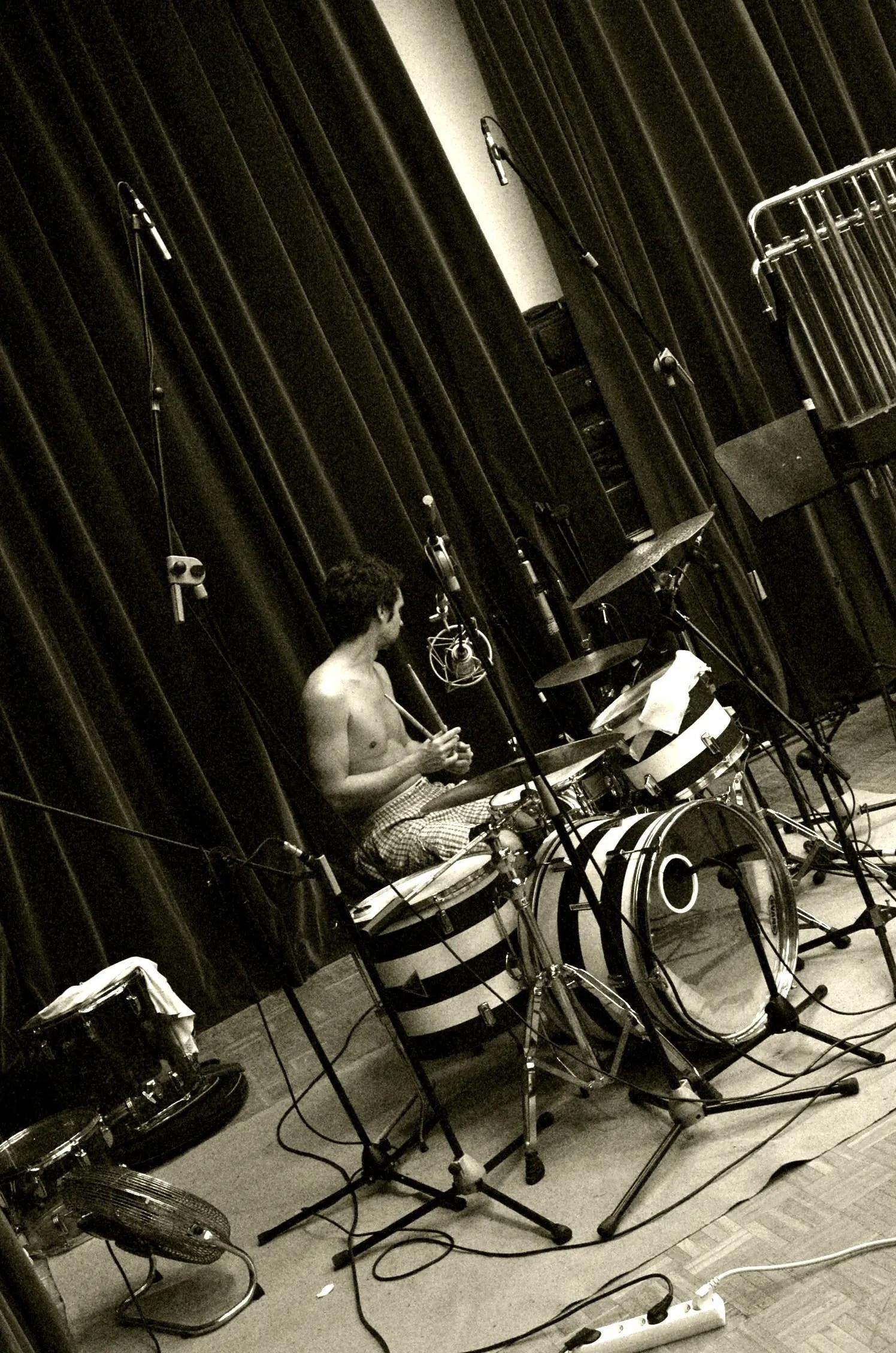 Lluis Mas-Drummer-Bateria-Recording Studio